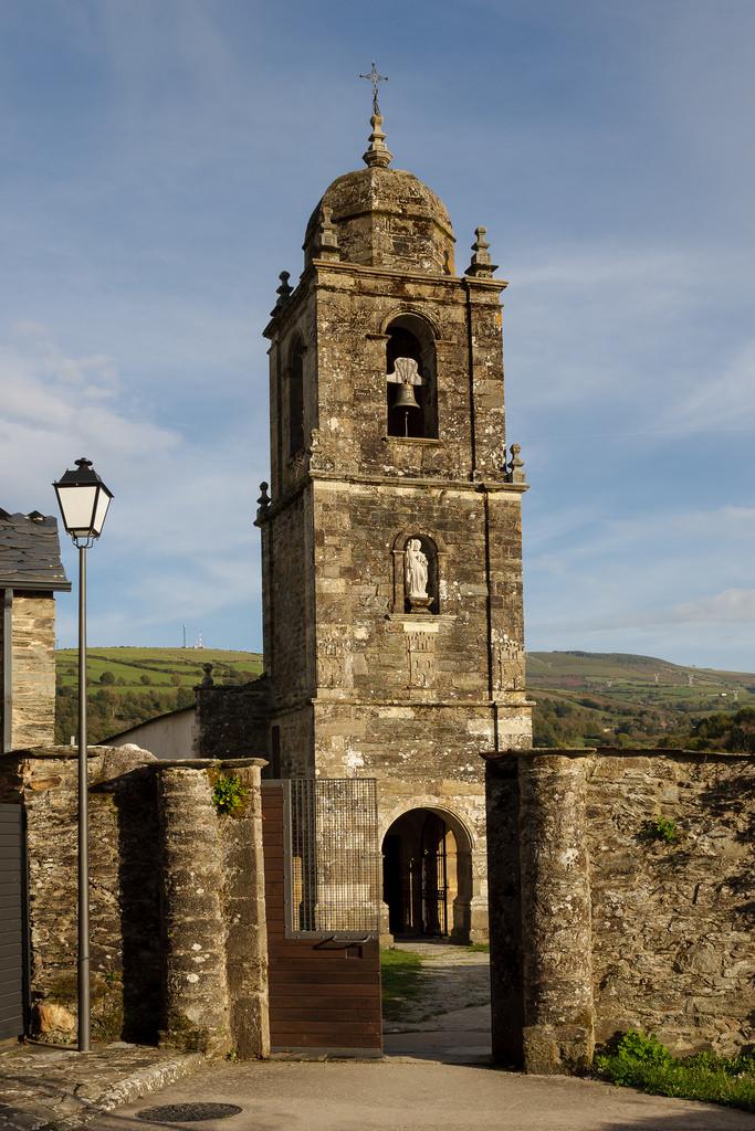 iglesia Triacastela.jpg